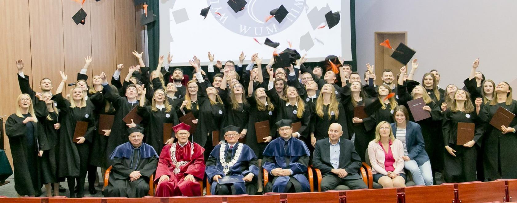 """""""Czapki z głów"""" - Uroczystość wręczenia dyplomów - 19.10.2017 r."""